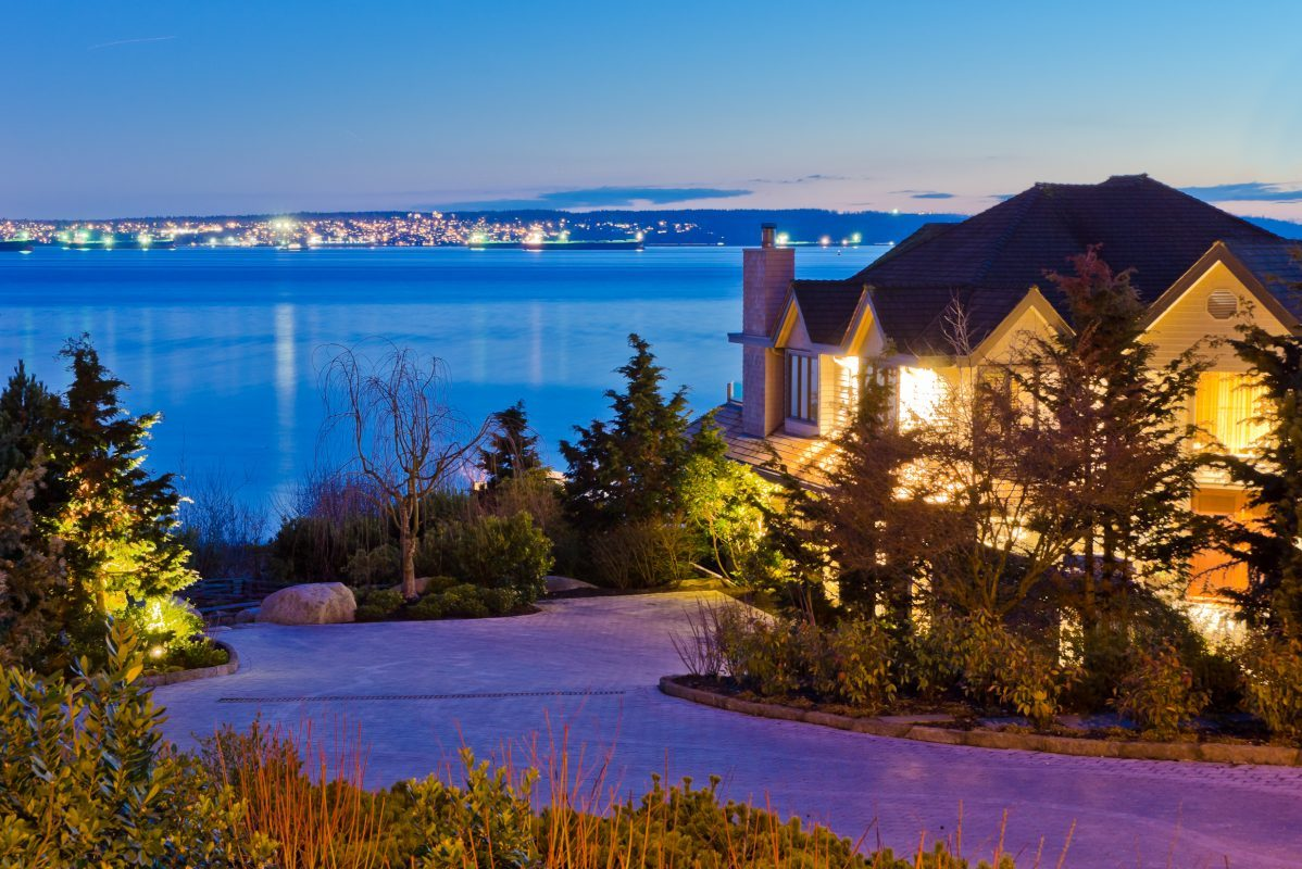 Housing Market in Vancouver Is Finally Stabilizing While Toronto Housing Prices Continue to Rise